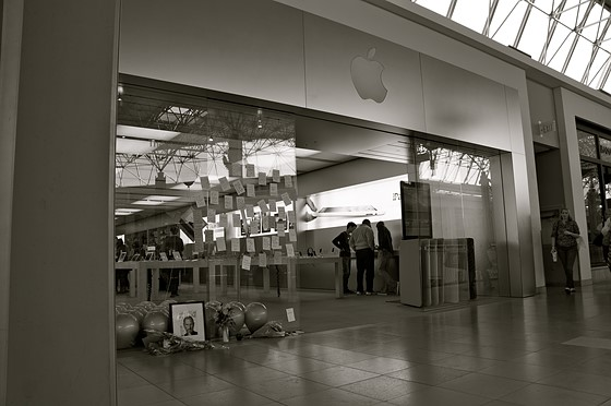 Small Steve Jobs Memorial At My Apple Store Sony Alpha Nex E
