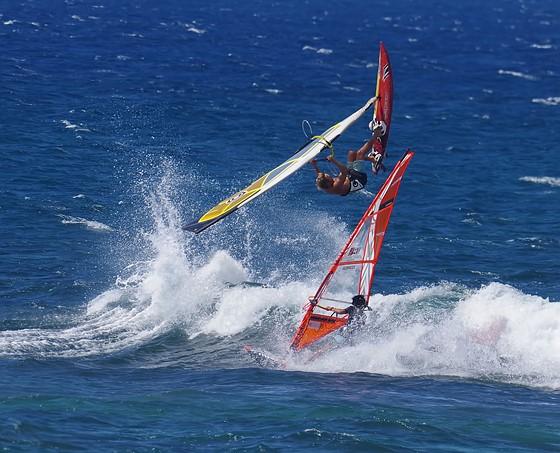 Sailboards flying in Maui: Pentax SLR Talk Forum: Digital
