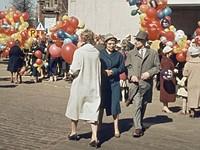 芬兰赫尔辛基市在创造性的公共场合下了超过65K的历史图片