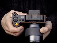 视频:BTS看看Hasselblad的X System的人体工程学,材料和用户界面