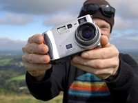 Video: a Retro Review of the 3.3MP Sony S70 digital camera, 21 years after its release