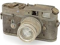 被火损坏无法使用的徕卡M4和Summicron镜头售价约为2,000美元