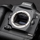 Several Canon 1D X Mark III users are reporting issues with the OVF freezing in burst mode