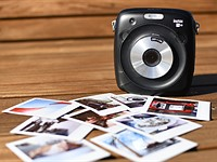 The Fujifilm Instax Square SQ10 is less fun than it should be