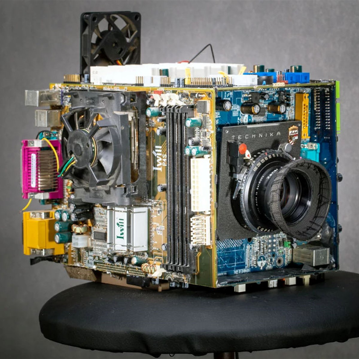 Photographer turns old computer parts into functional large