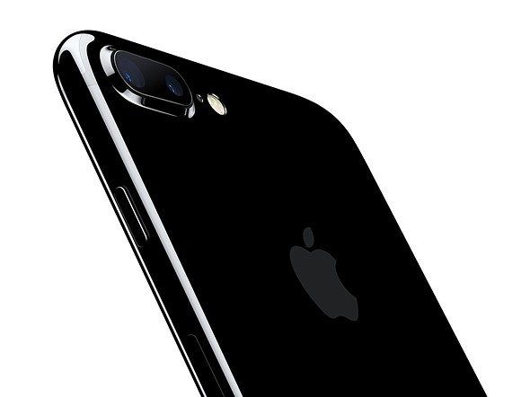 iPhone7Plus-JetBlk-34BR-LeanForward_PR-P