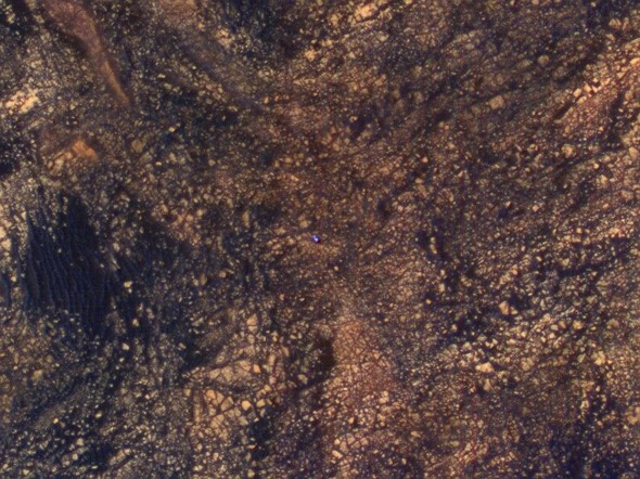 NASA ortbiter snaps aerial photo of lonesome Mars Curiosity rover 1