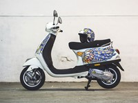 Hand-painted Olympus E-P5 comes with bonus... Vespa?