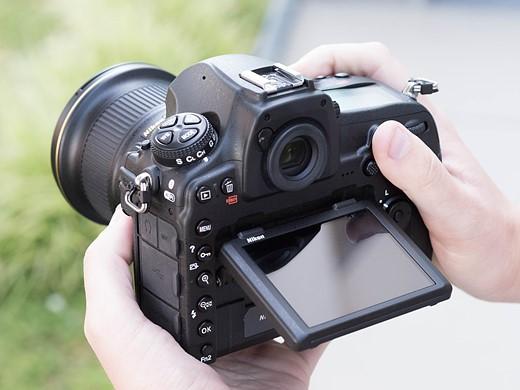 Should you upgrade to a Nikon D850? 8