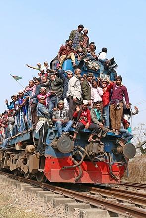 #Photojournalism2020 Top 50 Finalist: 'Devotees return home' by @sakter (Bangladesh)