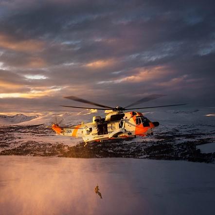 "#Photojournalism2020 Top 50 Finalist: 'Hoisting' by <a href=""http://instagram.com/oeysteinkarlsen"" rel=""noopener"" target=""_blank"">@øystein</a> (Norway)"