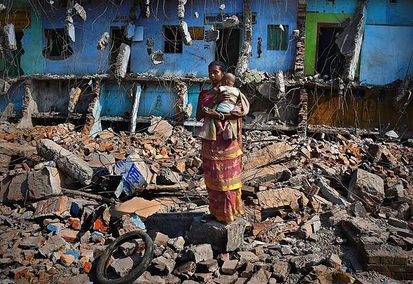 "#Photojournalism2020 Top 50 Finalist: 'Homeless' by <a href=""http://en.g-photography.net/photographer/overseas/photographer_pranabbasak.html"" rel=""noopener"" target=""_blank"">@pranab_basak</a> (India)"