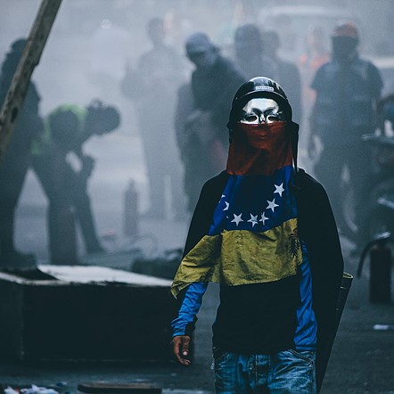 "#Photojournalism2020 Top 50 Finalist: 'Protestas 2017' by <a href=""https://500px.com/regulogomez"" rel=""noopener"" target=""_blank"">@regulogomez</a> (Venezuela)"