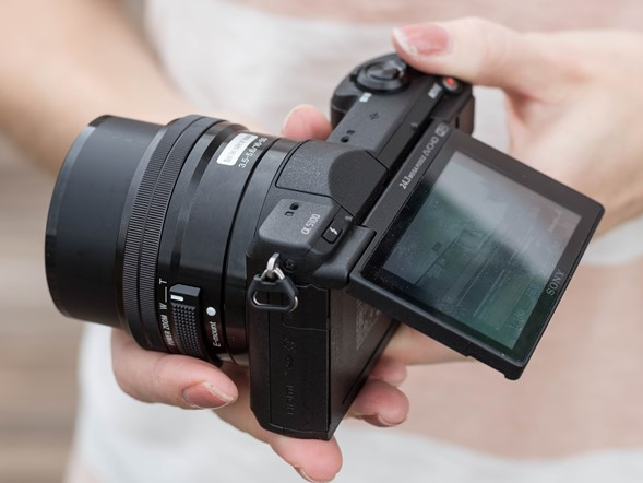 "<span style=""color: #ffcc00;"">Hands-on with the Sony Alpha a5100</span>"