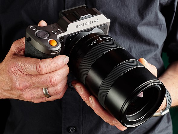Hasselblad's first X system zoom lens