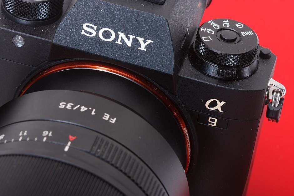 Sony reveals camera strategy: aims to be the top camera brand by 2021