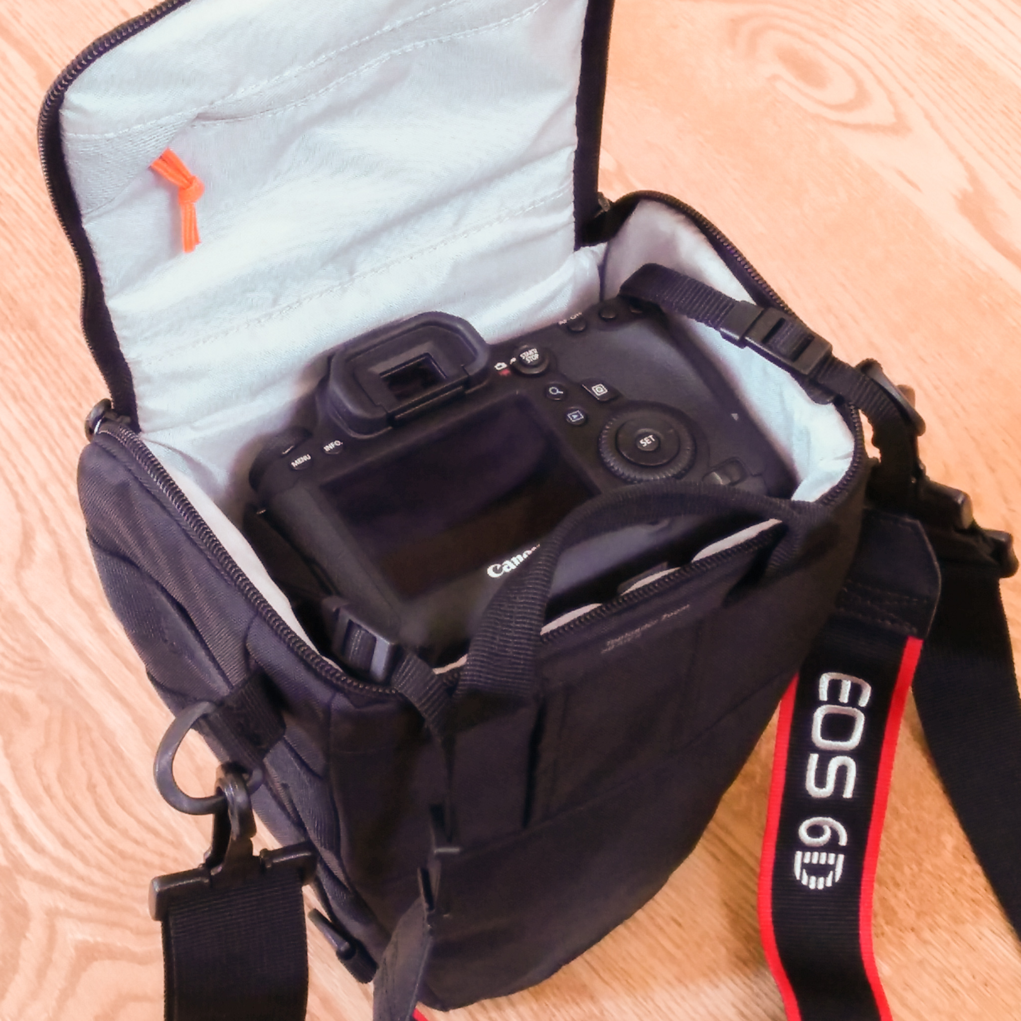Re Small Day Bag For Canon 6d 24 105 L Eos 1d 5d Lowepro Toploader Zoom 55 Aw Ii Black View Original Size Undah Wrote I Was Looking At The