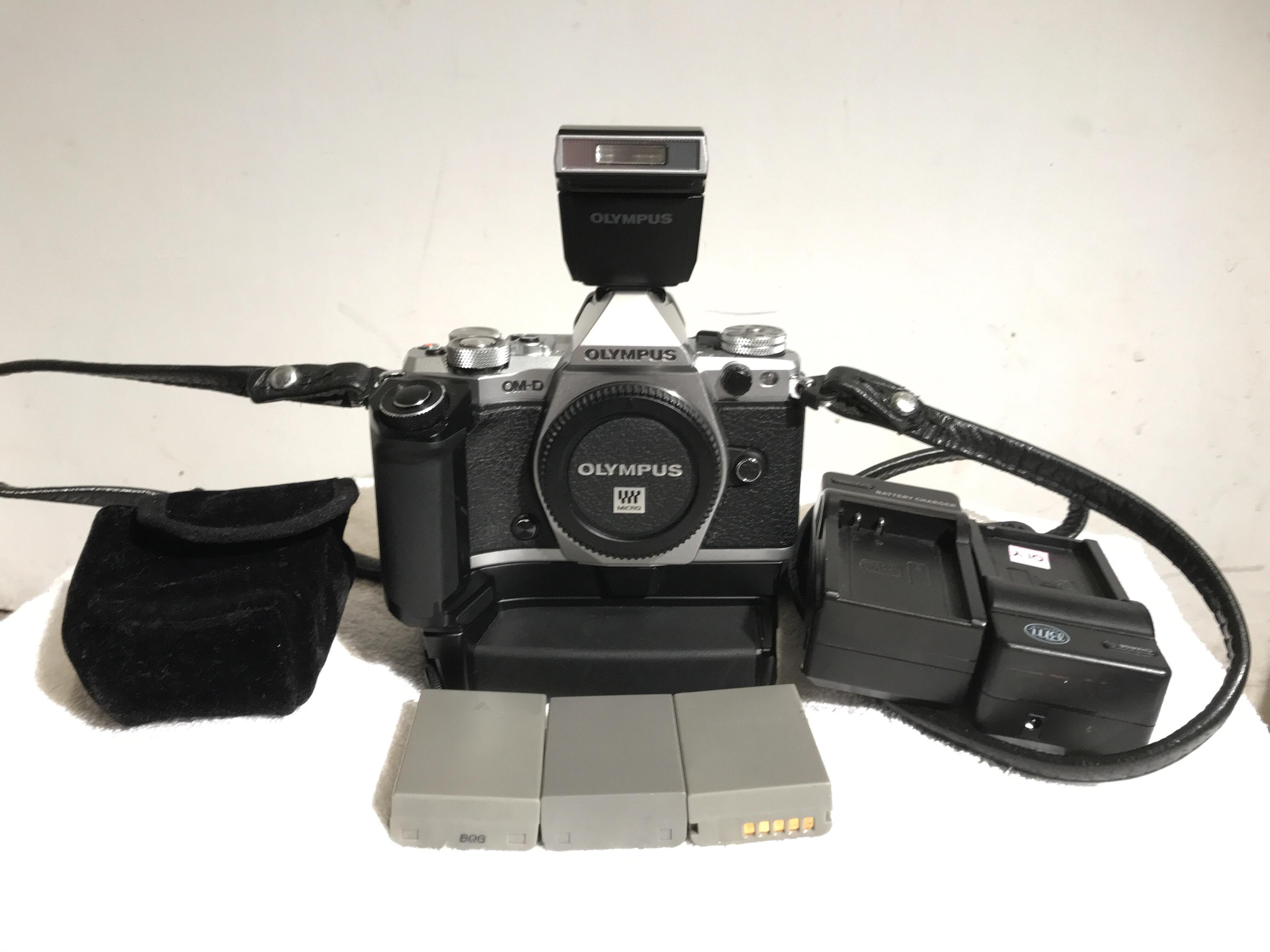 FS: Olympus OM-D E-M5 Mark II w HLD-8 $750: For Sale and Wanted
