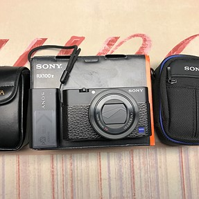 For Sale Sony RX100V + extra battery/travel charger, Two cases