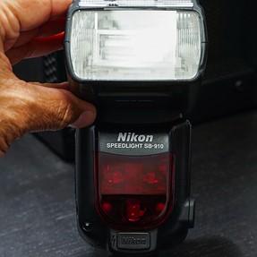 Nikon SB-910 Speedlight w/Bonus Lexar Professional USB 3.0 Dual-Slot Card Reader