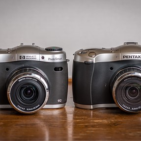 Comparative between the HP PhotoSmart C912 (2000) and the Pentax EI-2000 (2000)