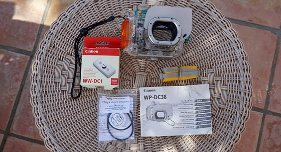 Canon wp-dc20 waterproof camera case manual / guide booklet.