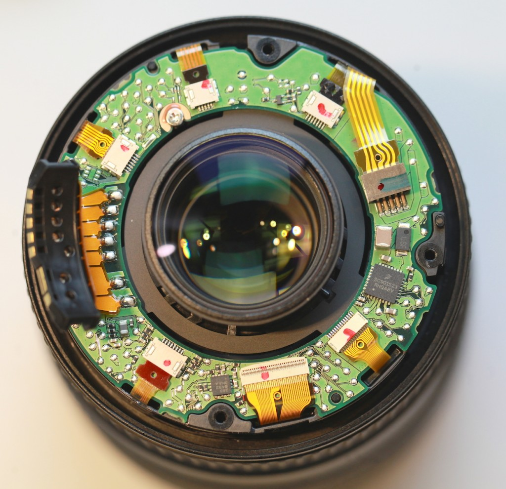 Lensrentals Looks Into The Canon Ef 16 35 F 4 Is Digital No Disassemble Short Circuit See More 3 Theguardian Com Photography Review