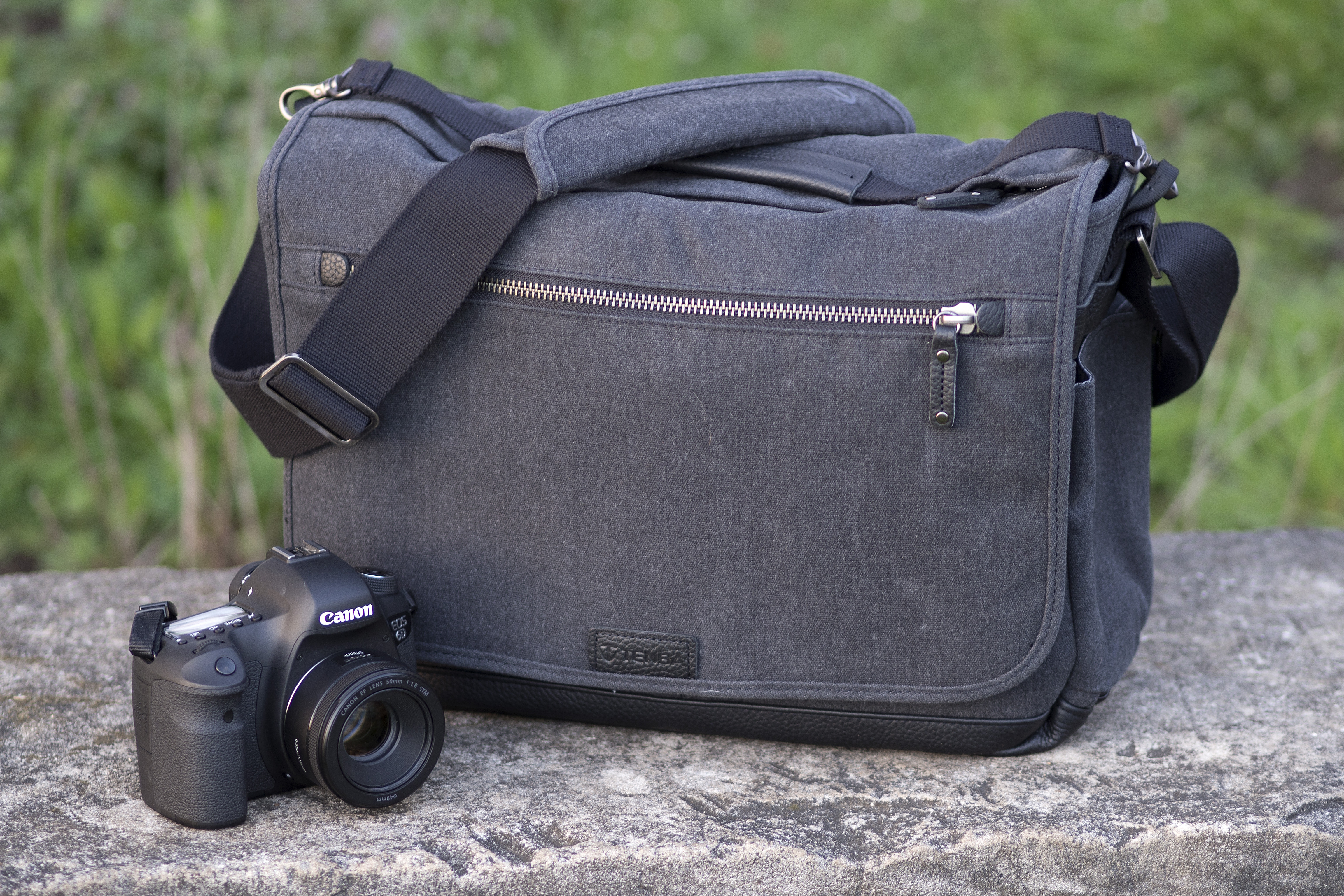 Accessory Review Tenba Cooper Messenger Bag Digital Photography Leather Denim Strap Kamera Mirrorless Dlsr Slr Canon Fujifilm Sony